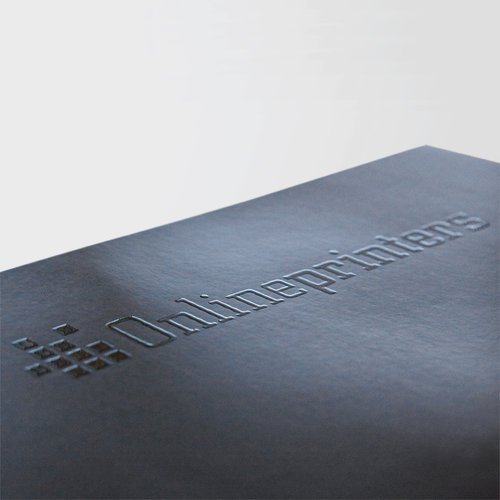 Genom lackeringen av delar av ytan uppnår man en enastående Optik.